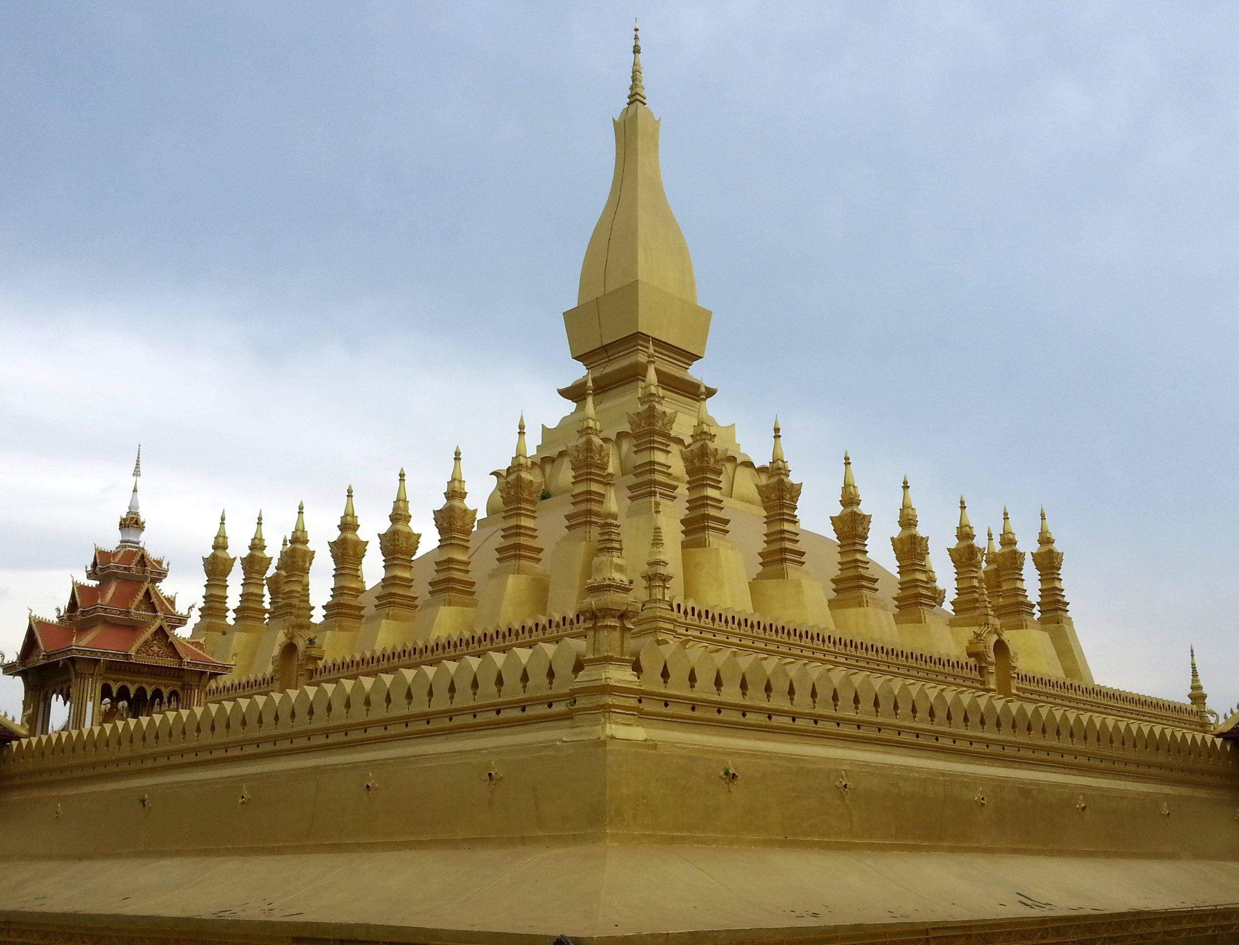 30 smaller stupa surround the great stupa at Pha That Luang