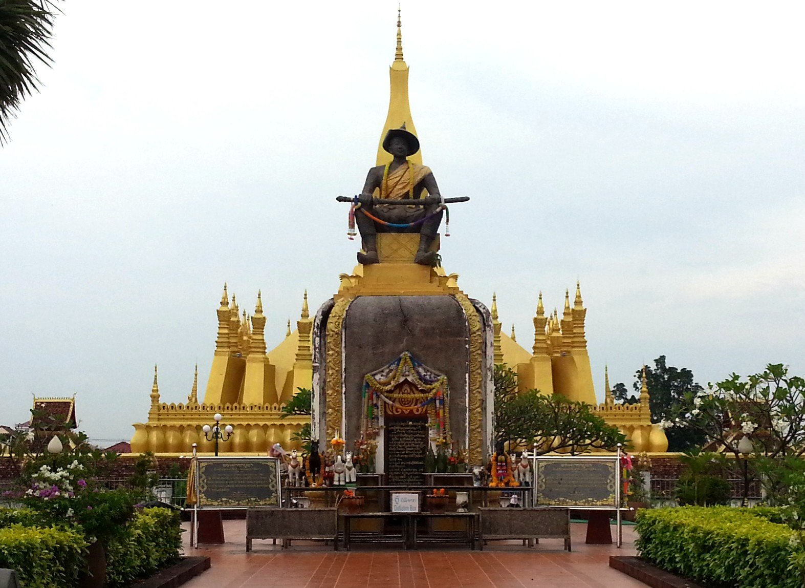 Statue of King Setthathirat
