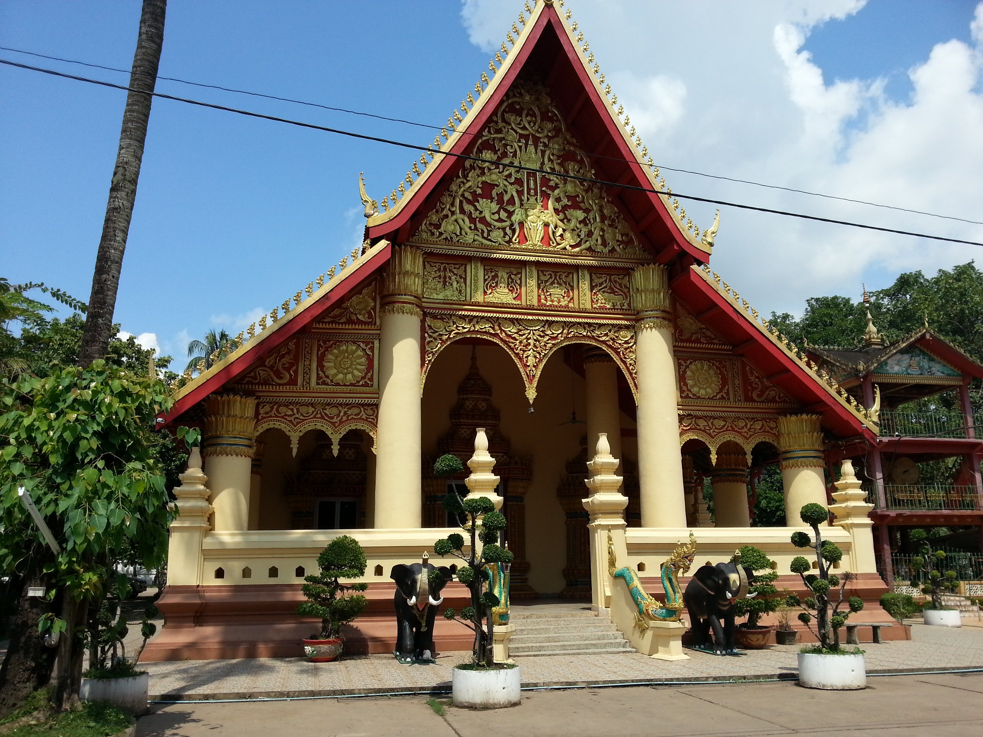 Congregation Hall at Wat Chanthaboury