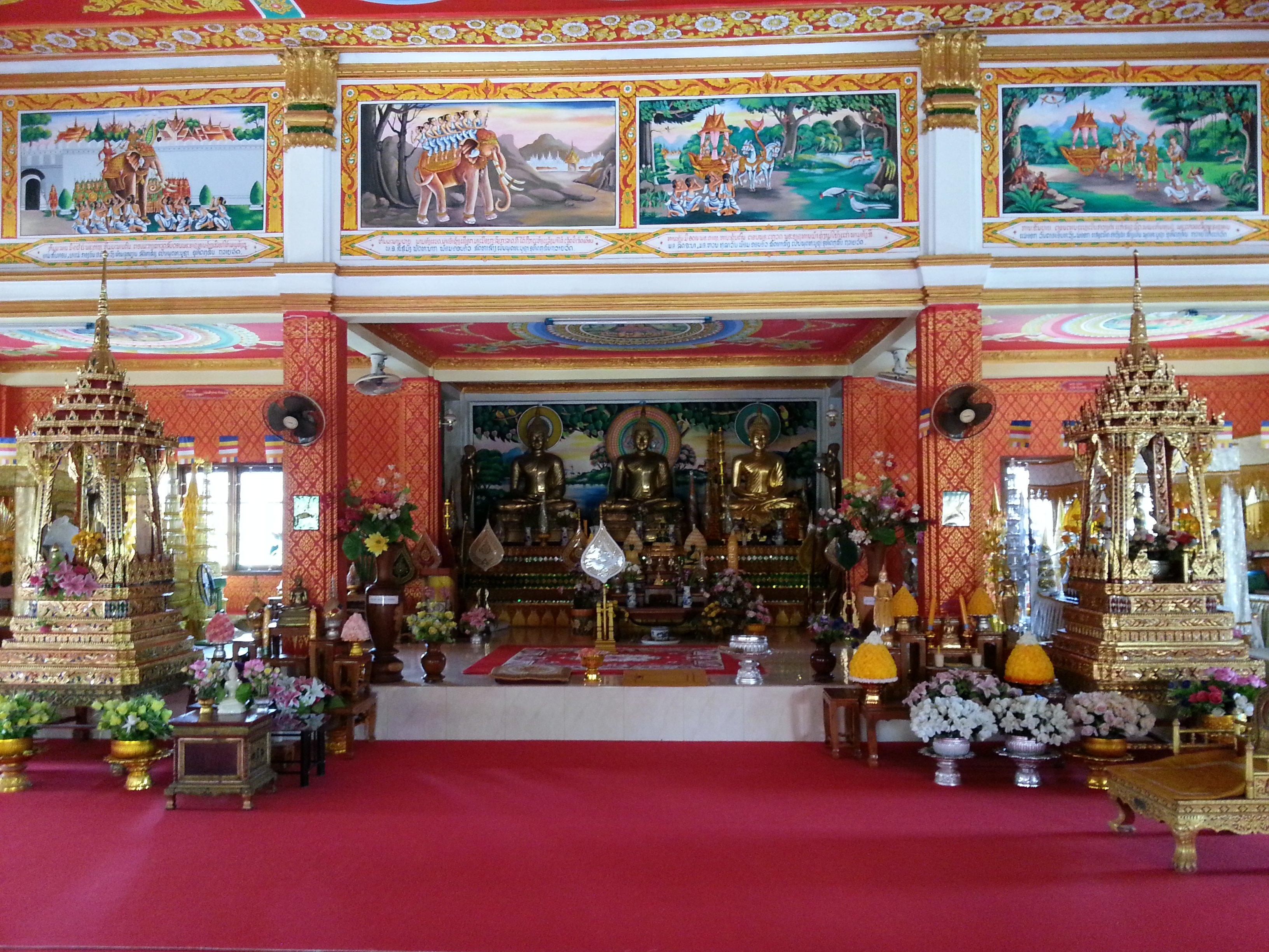 Shrine in the prayer hall at Wat Chanthaboury