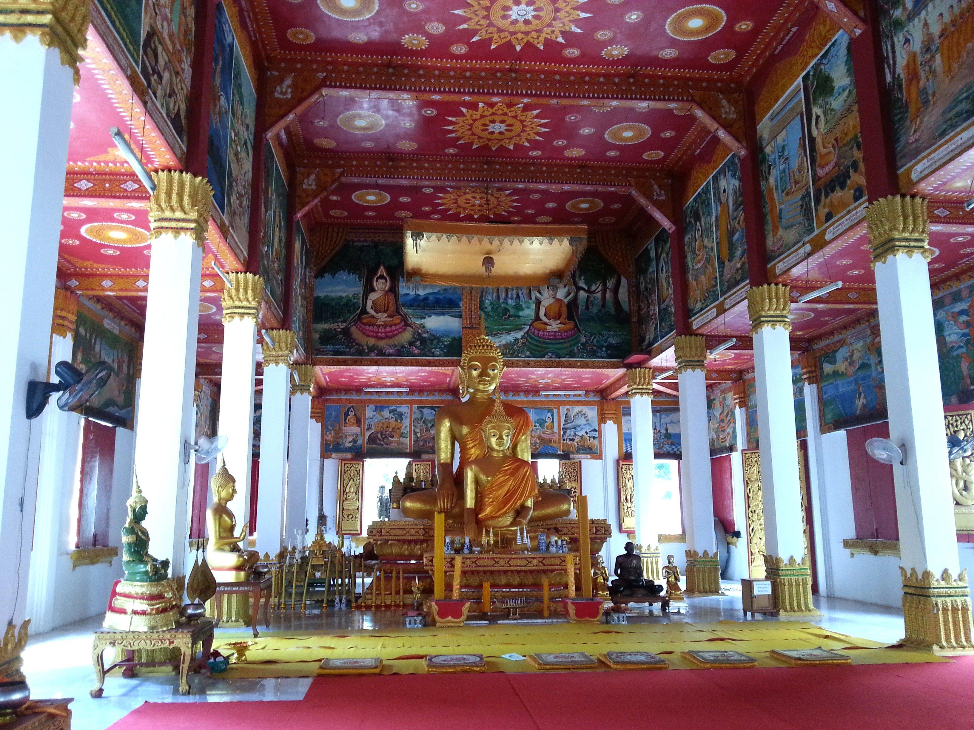 Bronze Buddha statues at Wat Ong Teu