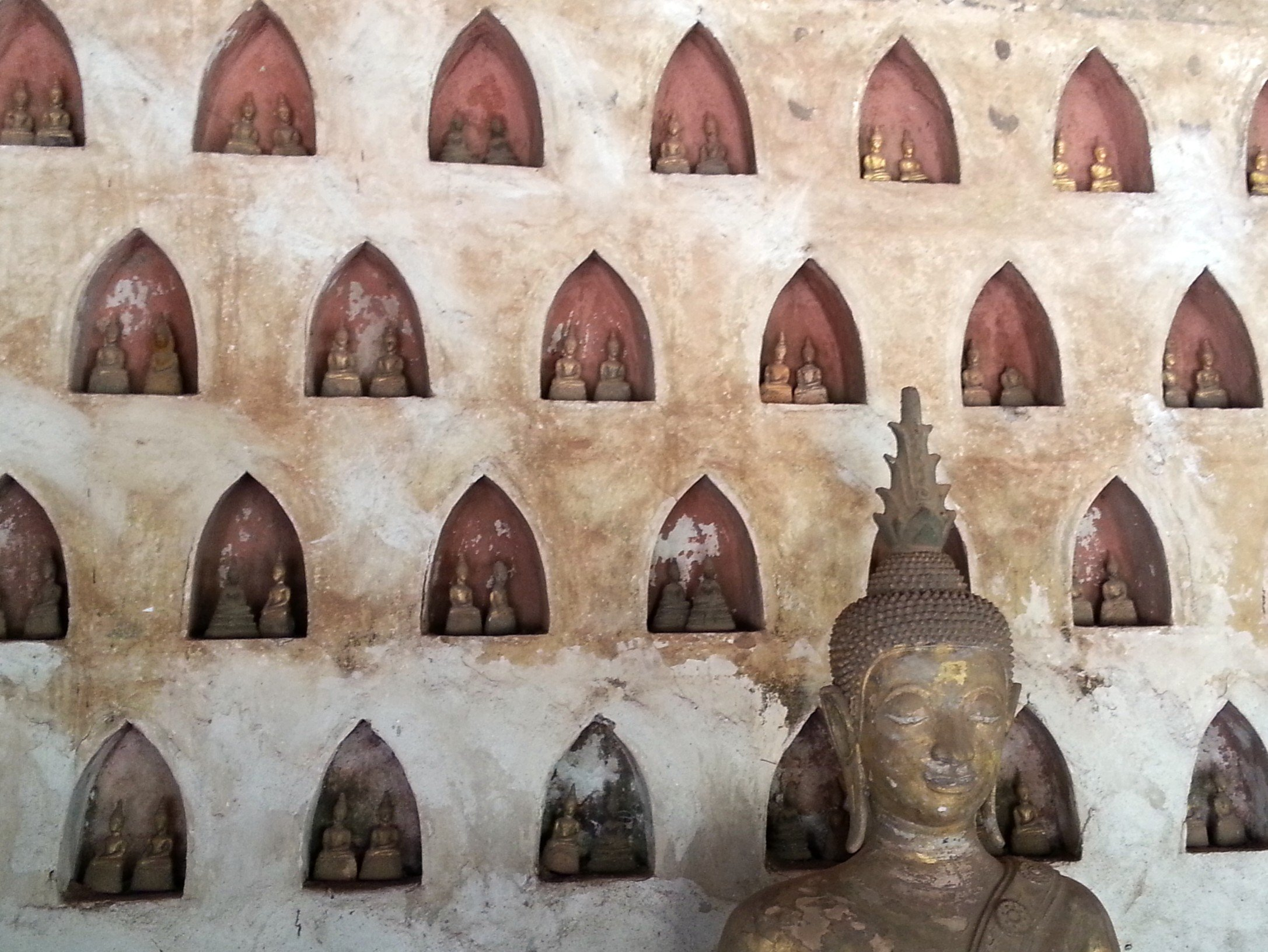 Buddha statues in niches at Wat Si Sa Ket