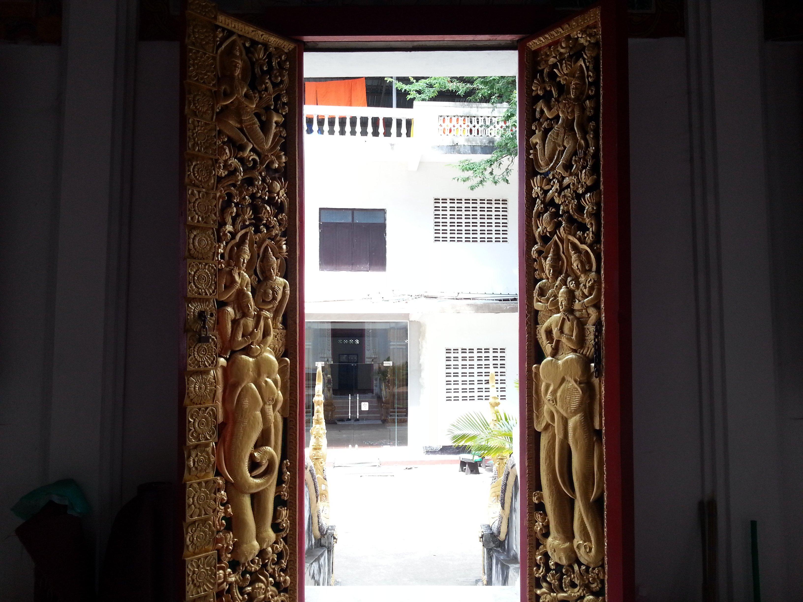 Doorway at Wat Ong Teu