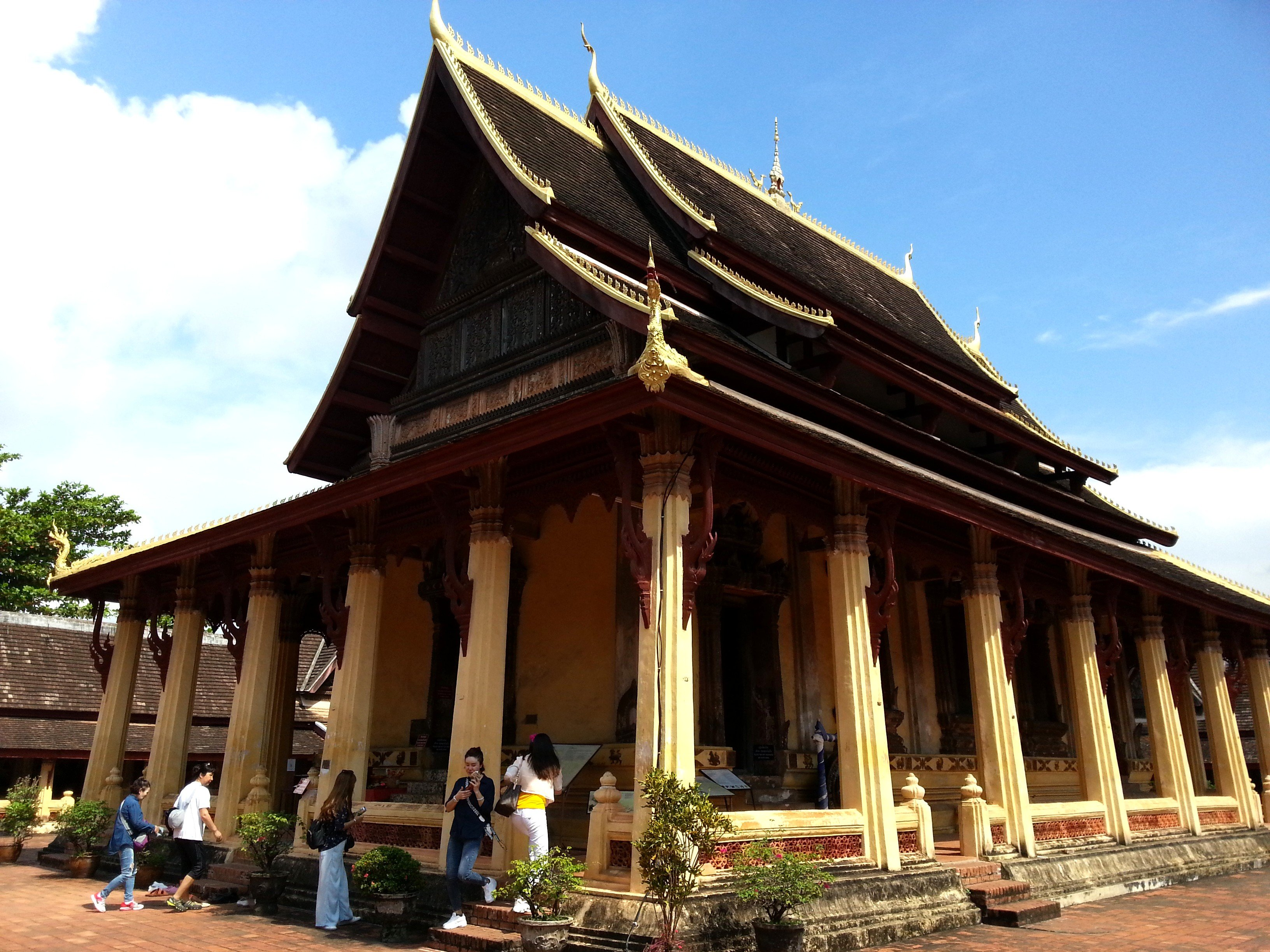Main temple building at Wat Si Sa Ket