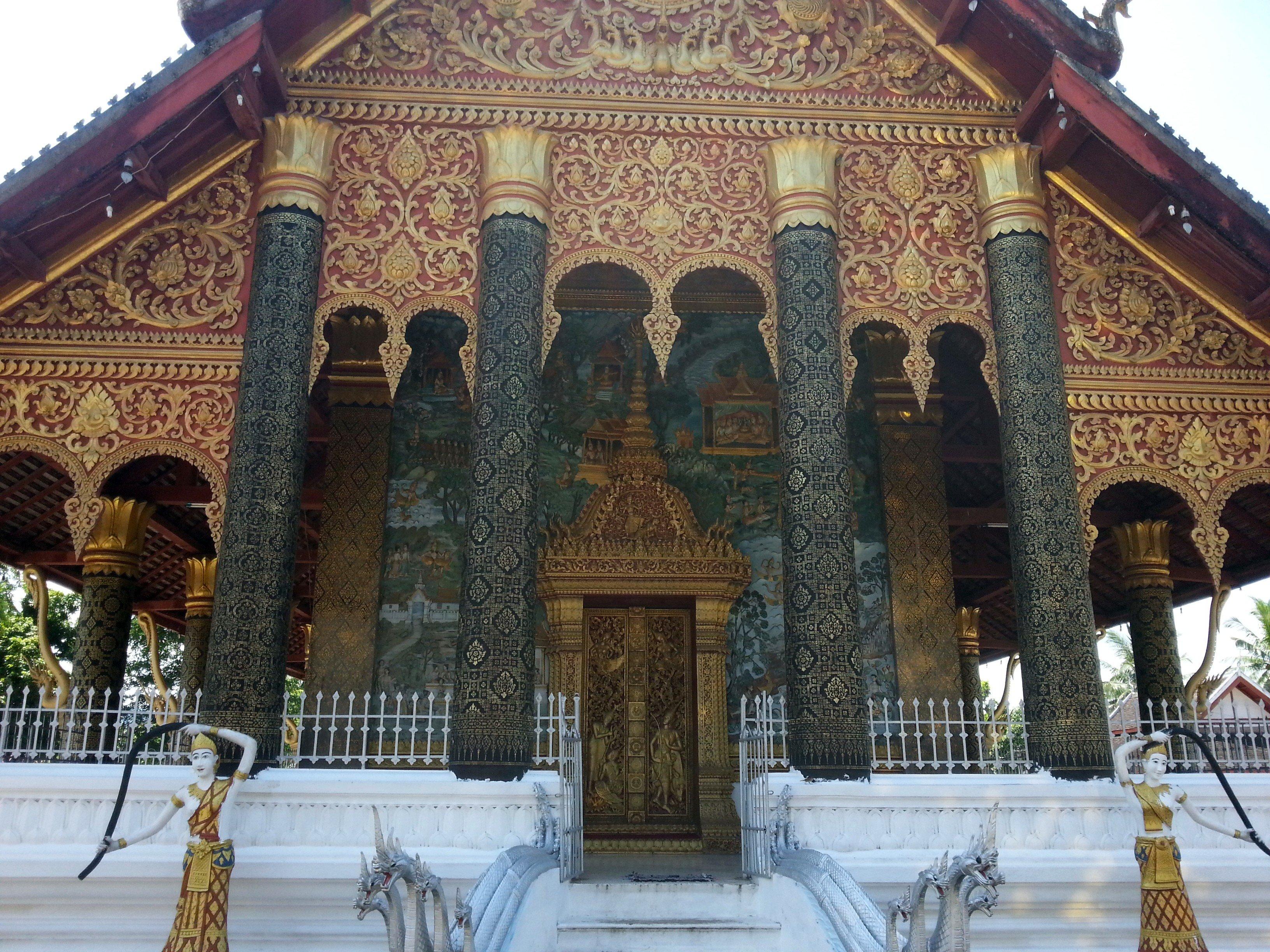 Elaborate stencil work at Wat Mahathat