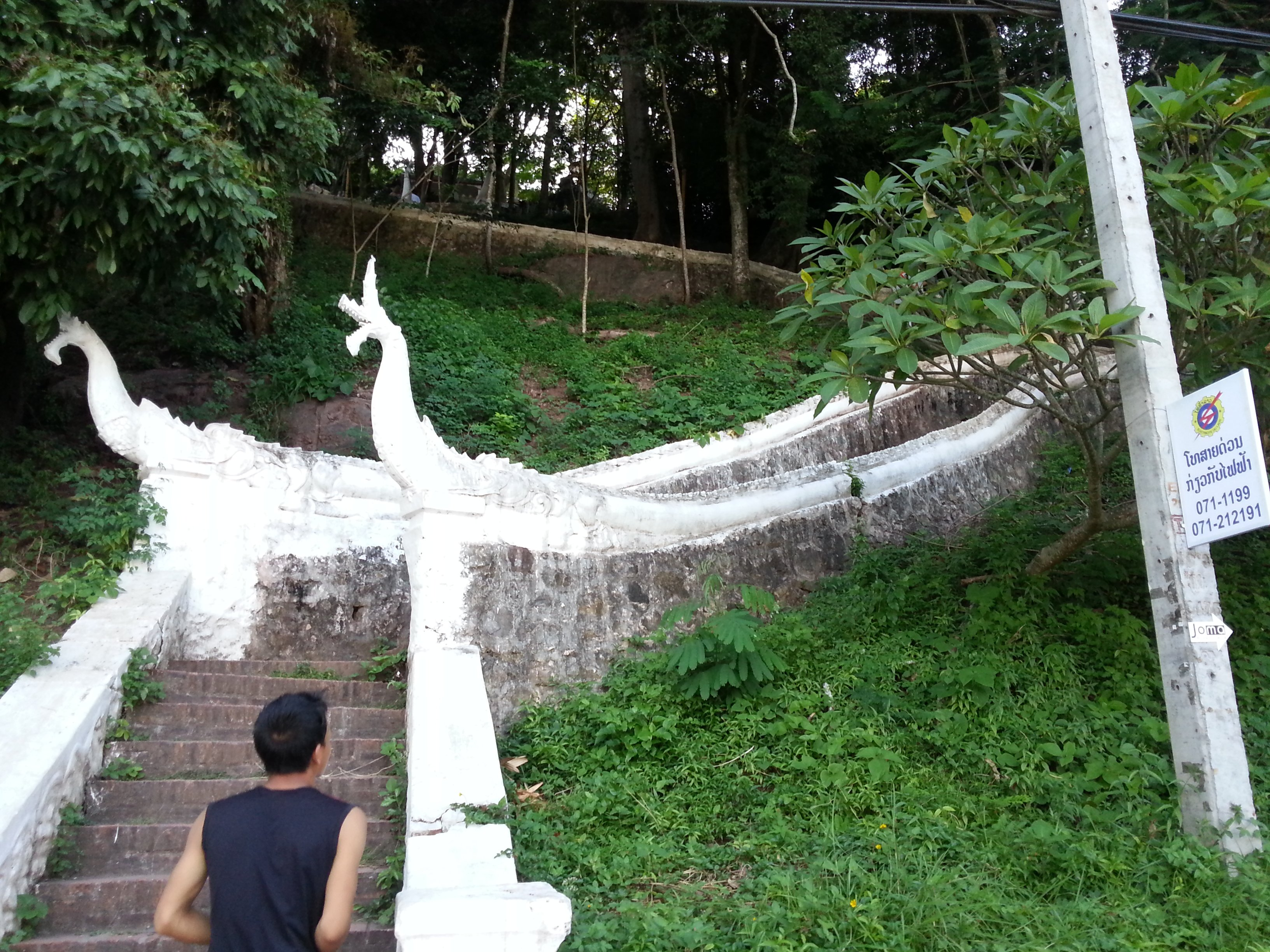 Kingkitsarath Road entrance to Phou Si Hill