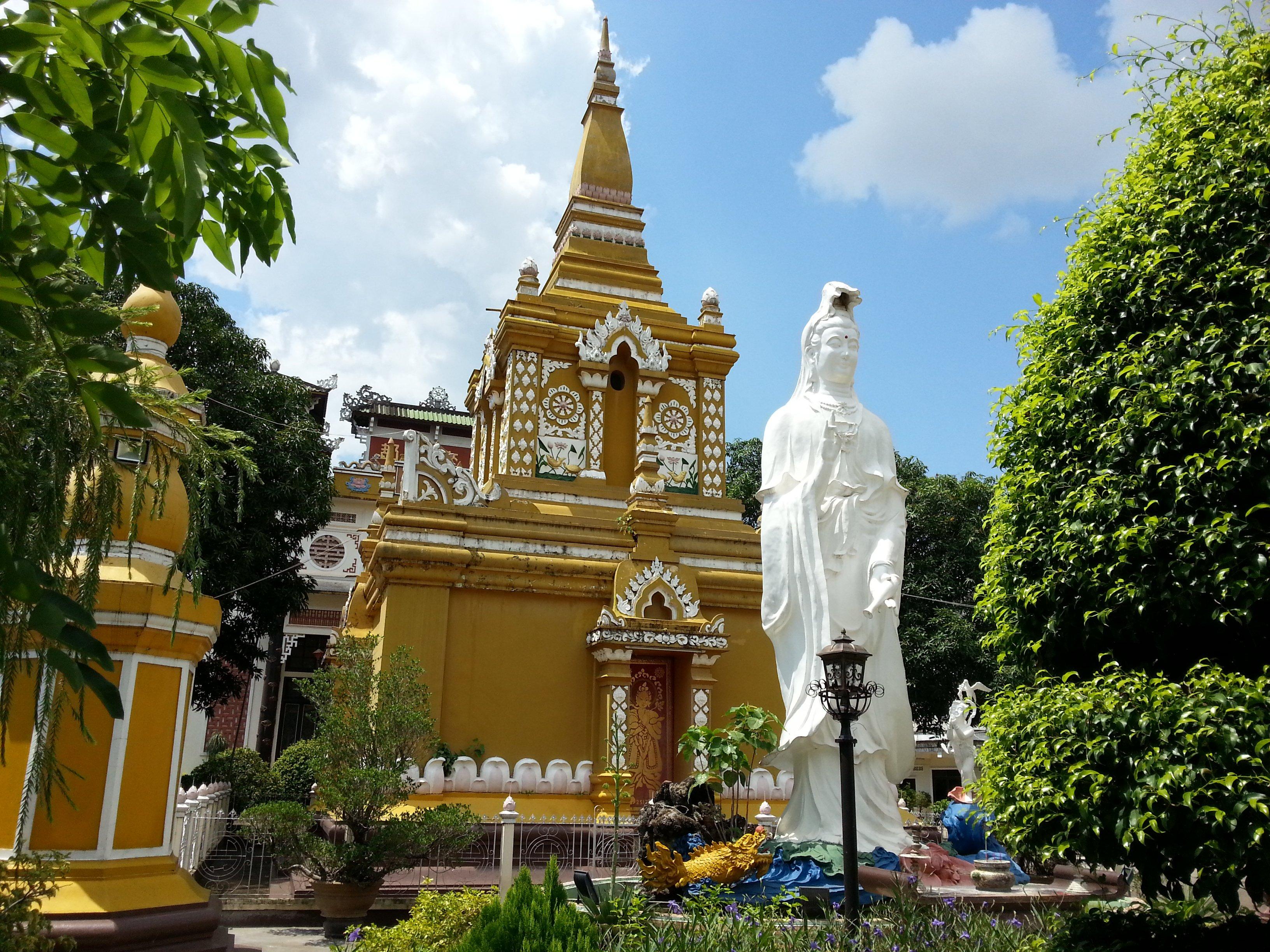 Quan Am statue at Chua Bang Long