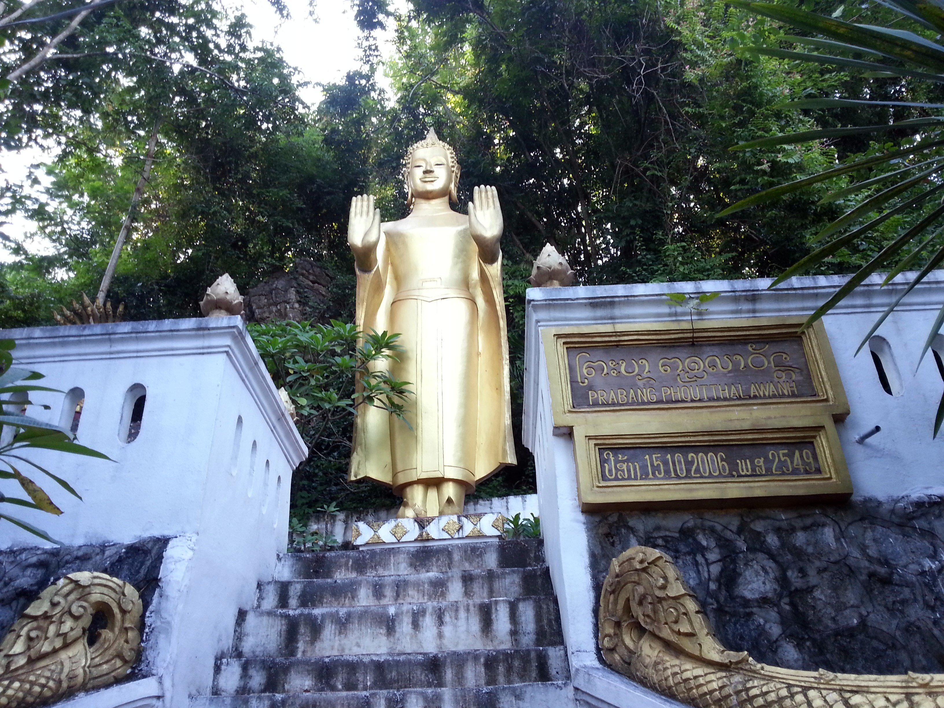 Statue at Wat Tham Phou Si