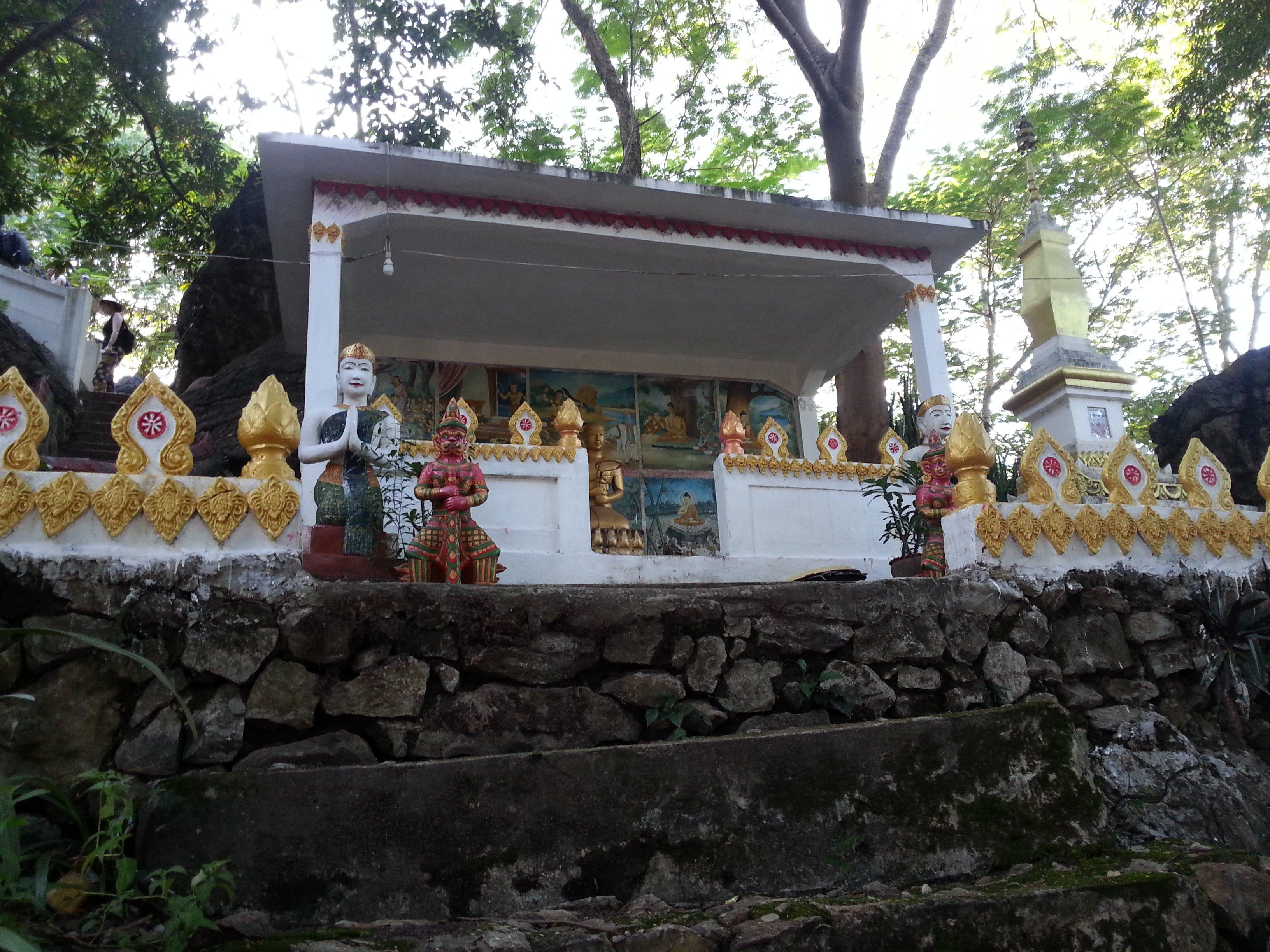 Wat Tham Phou Si