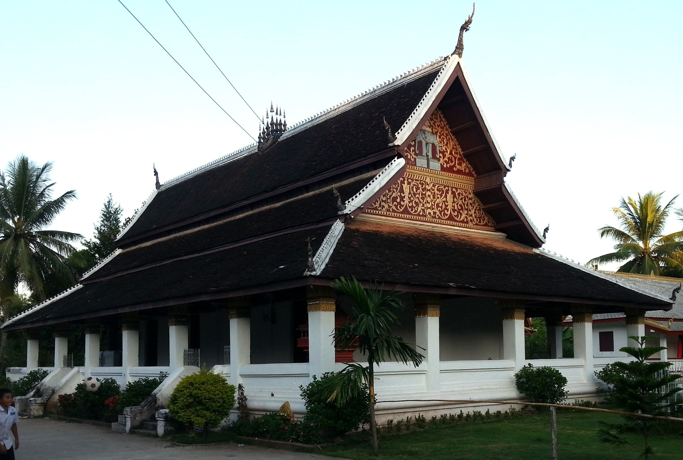Congregation hall at Wat Aphay