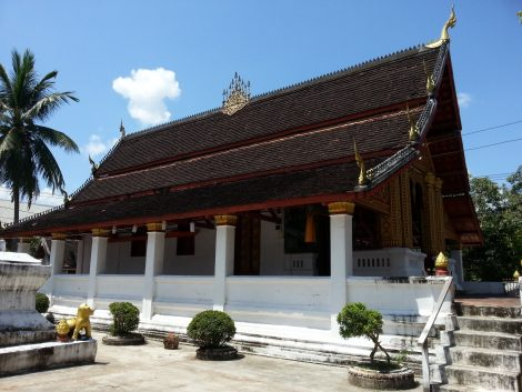 Congregation hall at Wat Meun Na