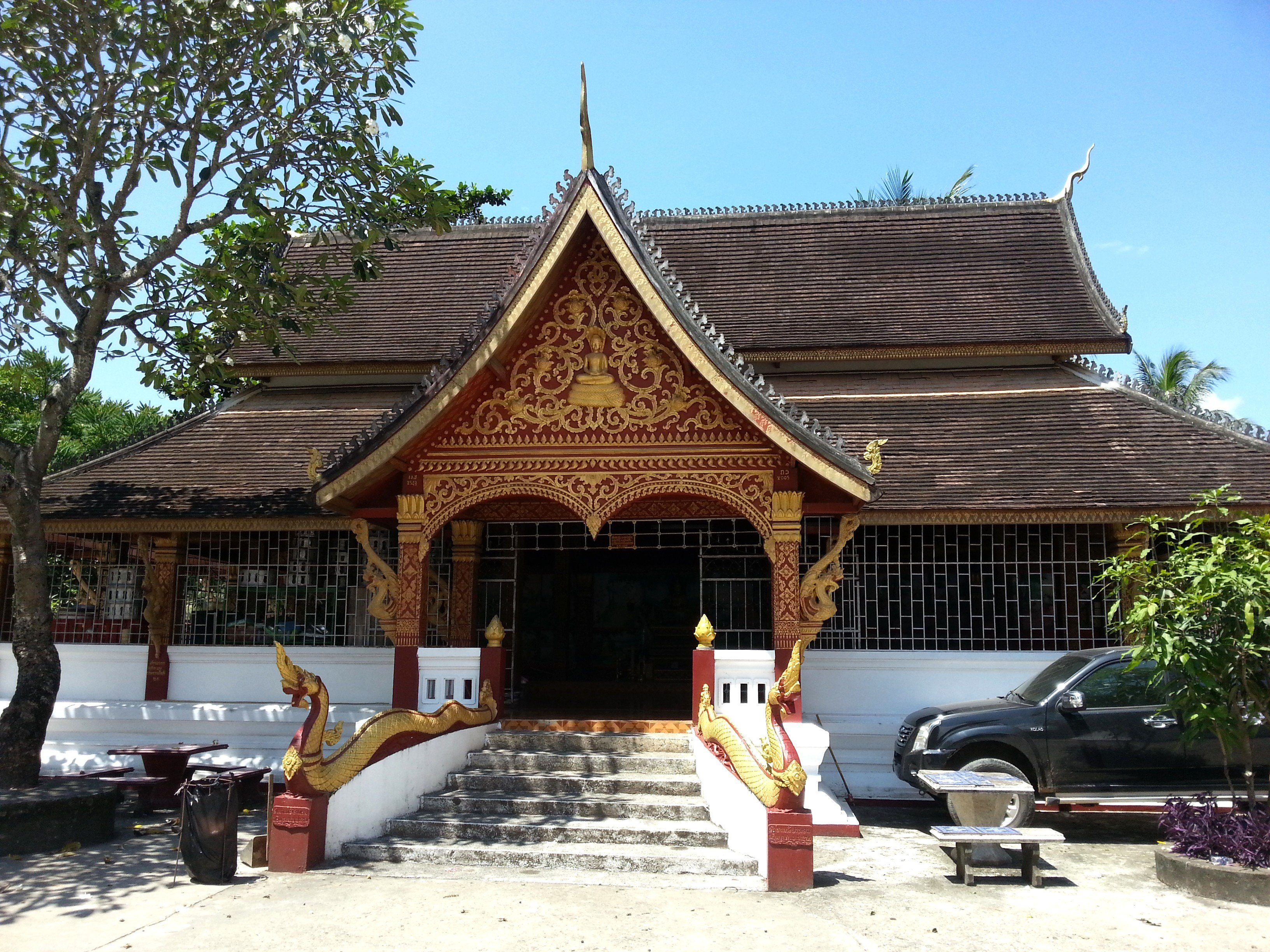 One of the many buildings at Wat Manorom