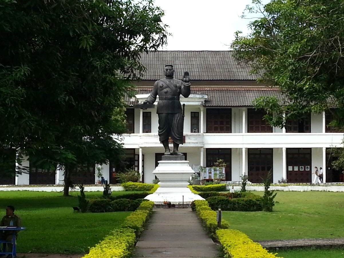 Statue of King Sisavang Vong