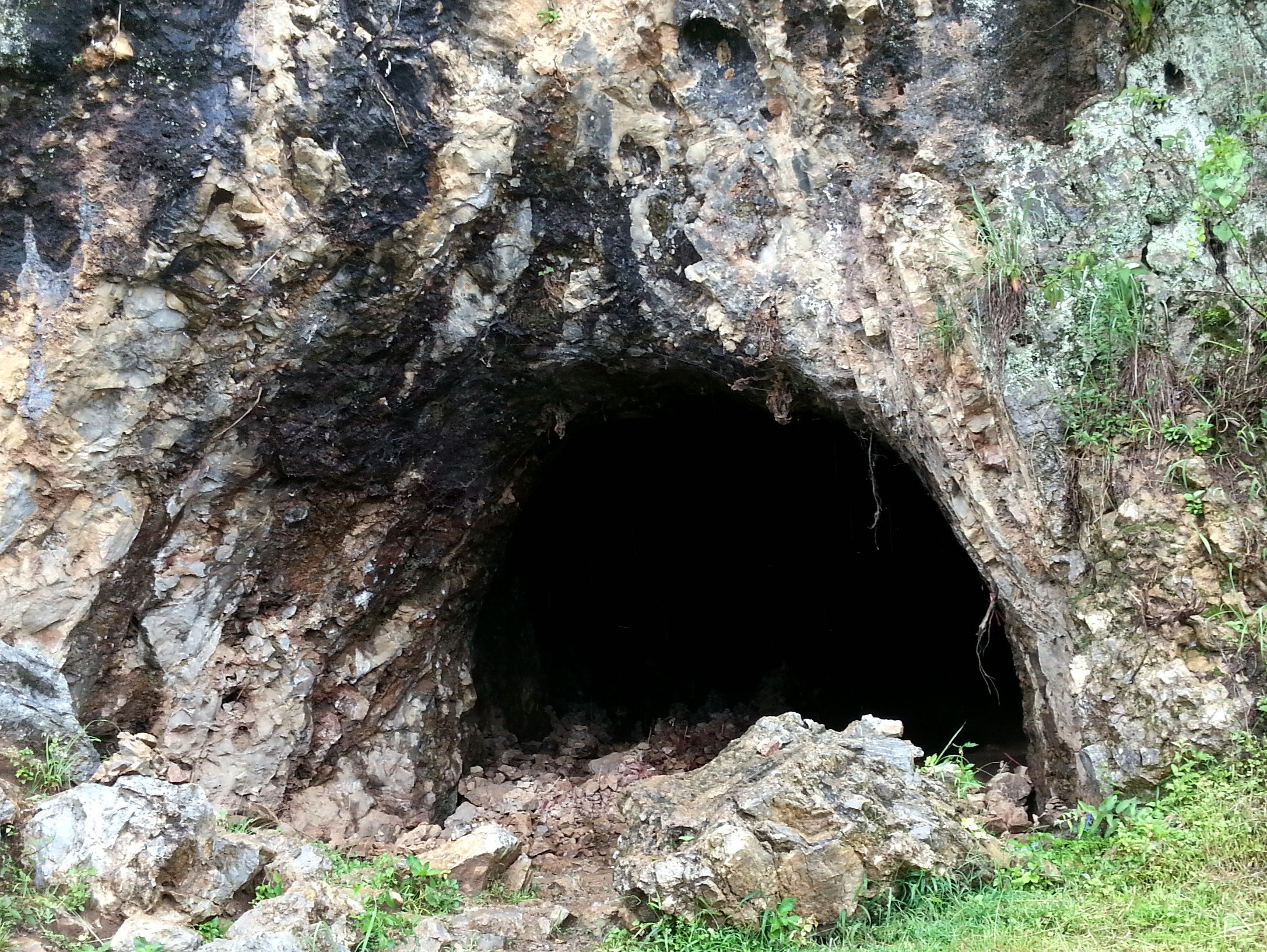 Entrance to the cave at Jar Site 1
