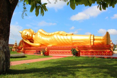 Reclining Buddha at Wat That Luang Neua