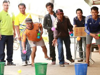 Lao people love to play games